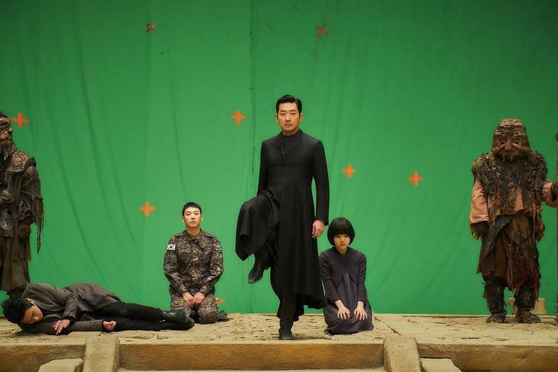 《與神同行:最終審判》曾經歷部分畫面重拍,導致2000多個特效鏡頭得部分委外處理。(LOTTE提供)