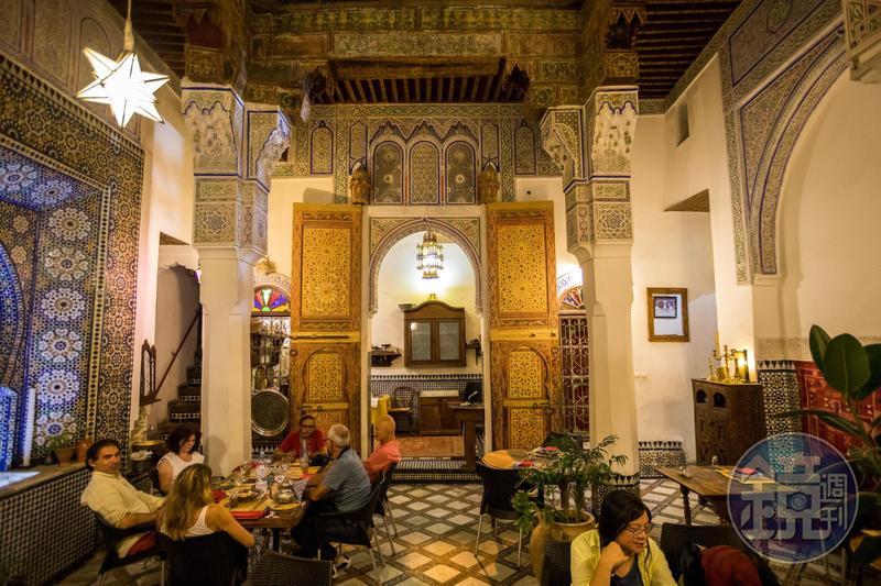 進入傳統民宅享受餐點,感覺像進入當地人家用餐。