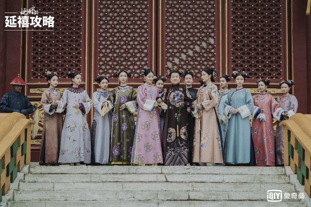 演技老辣的太后與后宮嬪妃一字排開,《延禧攻略》服飾色彩造型都令觀眾賞心悅目。(愛奇藝台灣站提供)