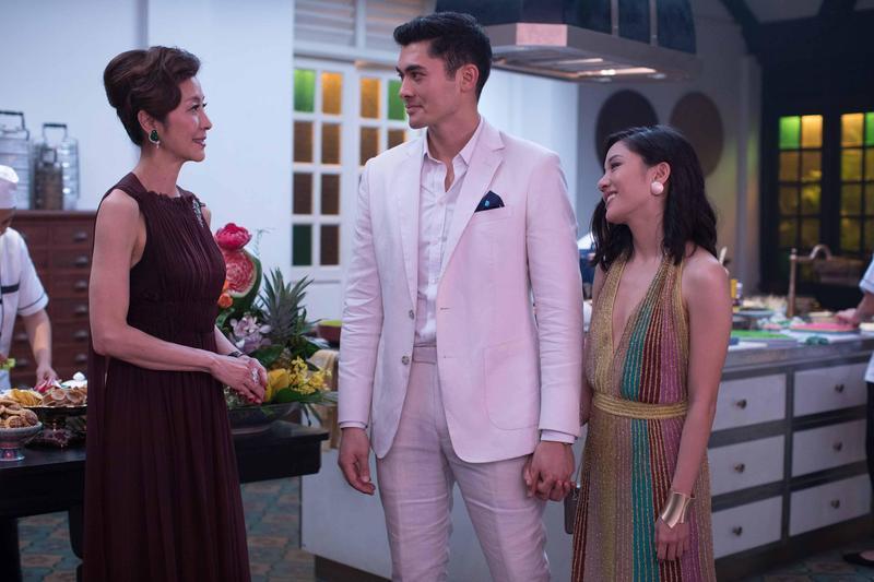 成為美國社會最新話題的《瘋狂亞洲富豪》,用光鮮亮麗的方式包裝亞裔族群的生活,整體效果賞心悅目。(華納兄弟)
