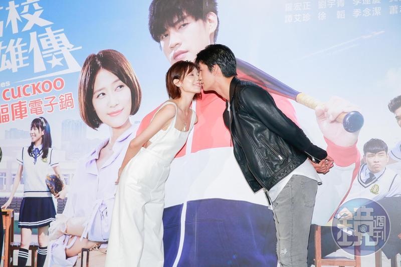 羅宏正與劉宇菁重現吻戲畫面,還互讚彼此嘴唇很軟。