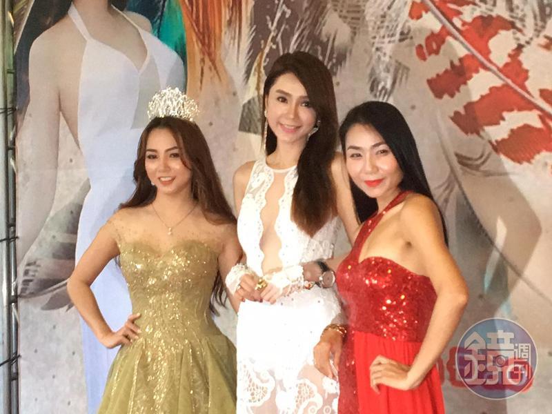 海倫清桃與越南選美小姐合影。
