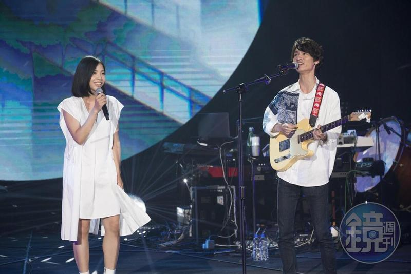 柯智棠和洪佩瑜初次合體演唱近期大受歡迎的〈舞伴〉。