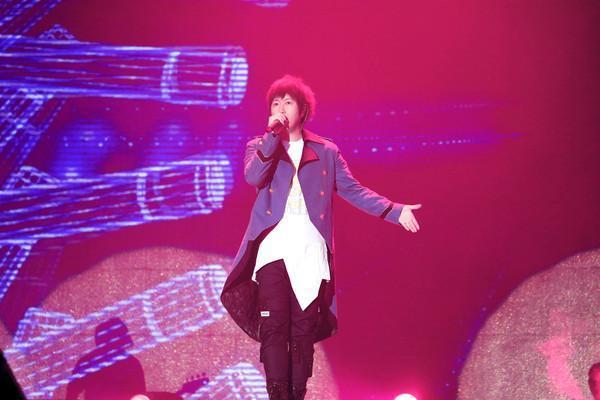 五月天「人生無限公司」演唱會開業17個月已嗨唱了53站,加起來共105場。(相信音樂提供)