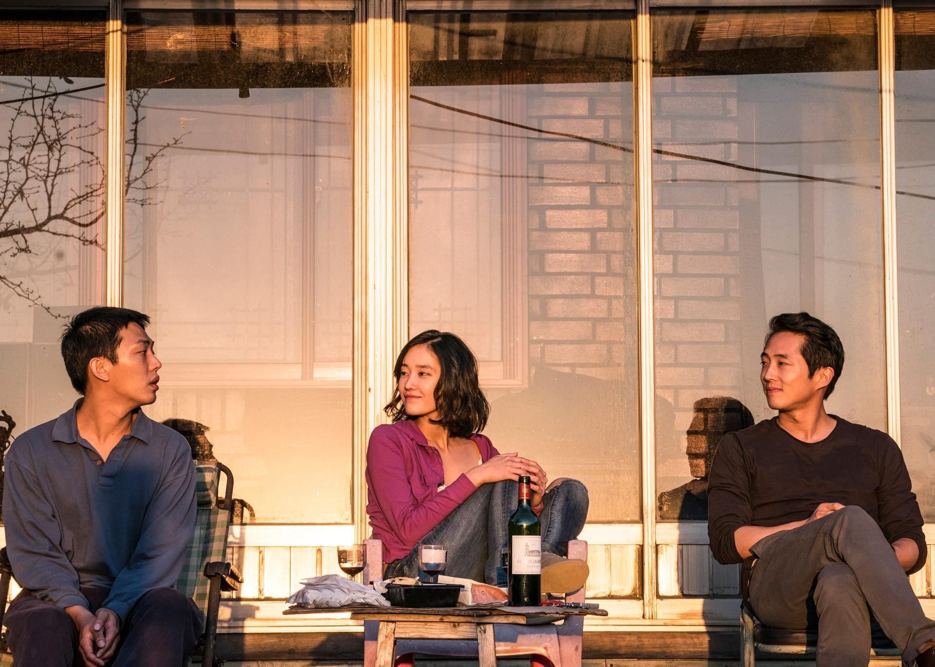 劉亞仁(左起)、全鍾淑、史蒂芬元憑藉《燃燒烈愛》,各自入圍釜日電影獎男主角、女新人、男配角獎項。(華聯電影提供)