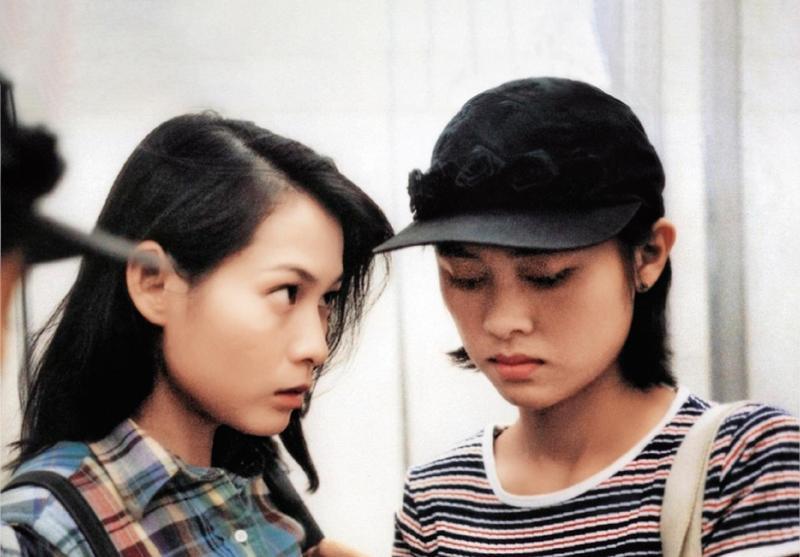 劉若英和曾靜在《美麗在唱歌》扮演一對同志伴侶,兩人也一起在東京影展中封后。