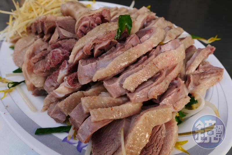 「台中鵝肉」鵝肉油脂豐美,熟度與鹹度恰到好處、價格公道。
