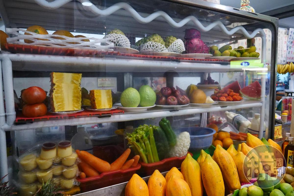 水果都精挑細選,可打汁、切盤、做刨冰。