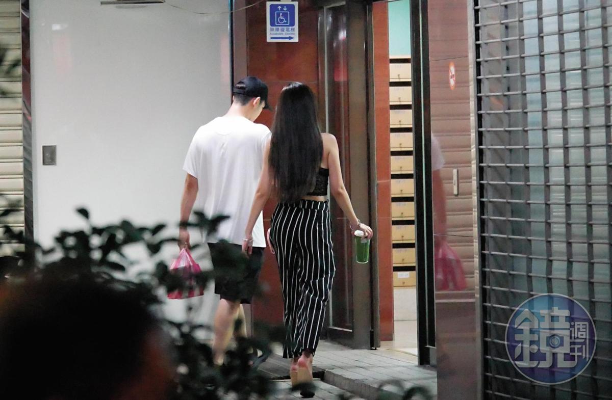 採買完宵夜,陳慕帶著趙芸回到住處,沒再出門。