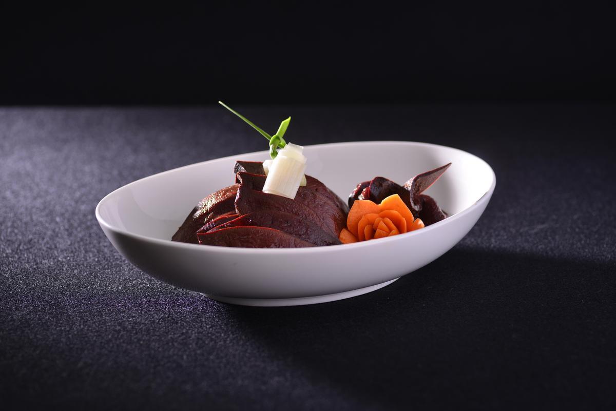 「膽肝」是古早時期保存料理的代表菜色,在辦桌筵席中常見。(宜蘭渡小月提供)