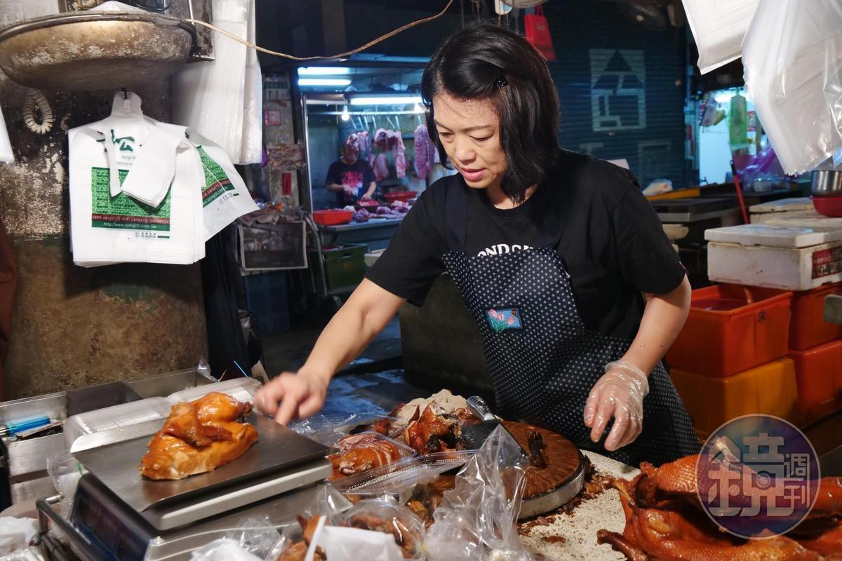 創始店可買到每天新鮮燻烤、秤斤論兩的鴨肉。