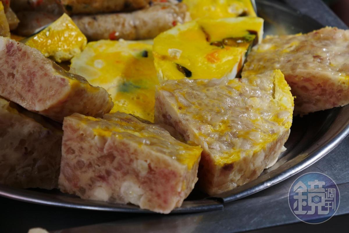 香腸熟肉攤就像台式Tapas,加了荸薺、絞肉、魚漿、蛋黃製作的蟹圓,其實沒有蟹肉,但脆口好吃。