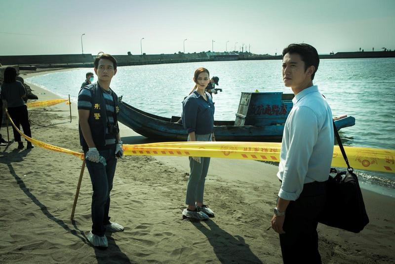 電影中分別扮演法醫、檢察官與刑警的吳慷仁(右起)、姚以緹和陳家逵都為角色做不少功課。(牽猴子提供)