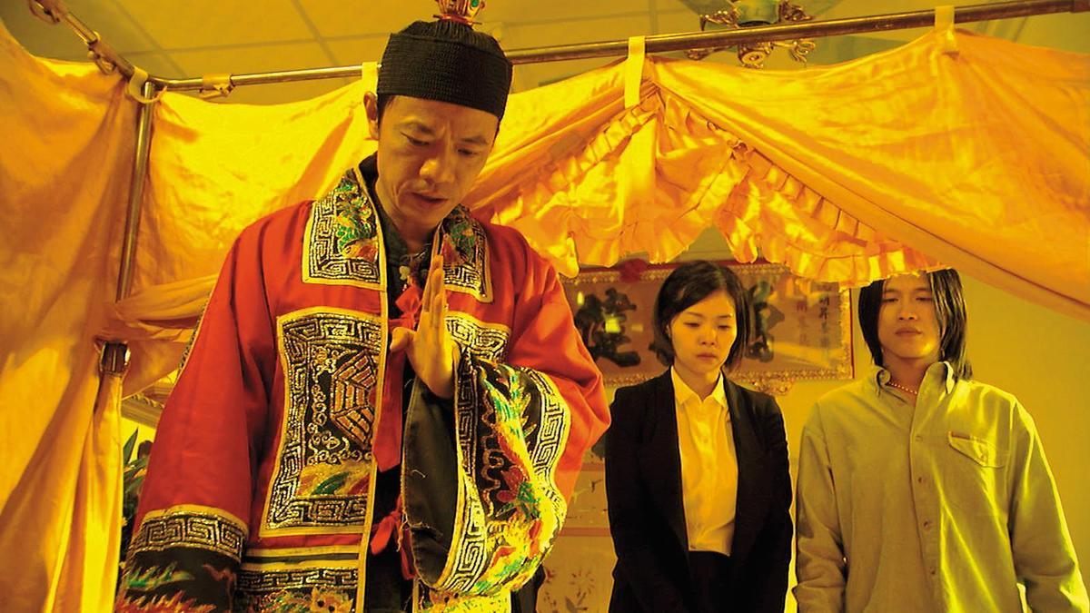 編劇王莉雯(中)曾擔任電影《父後七日》女主角,當時的副導則是她先生、《引爆點》的導演莊景燊。(海鵬提供)