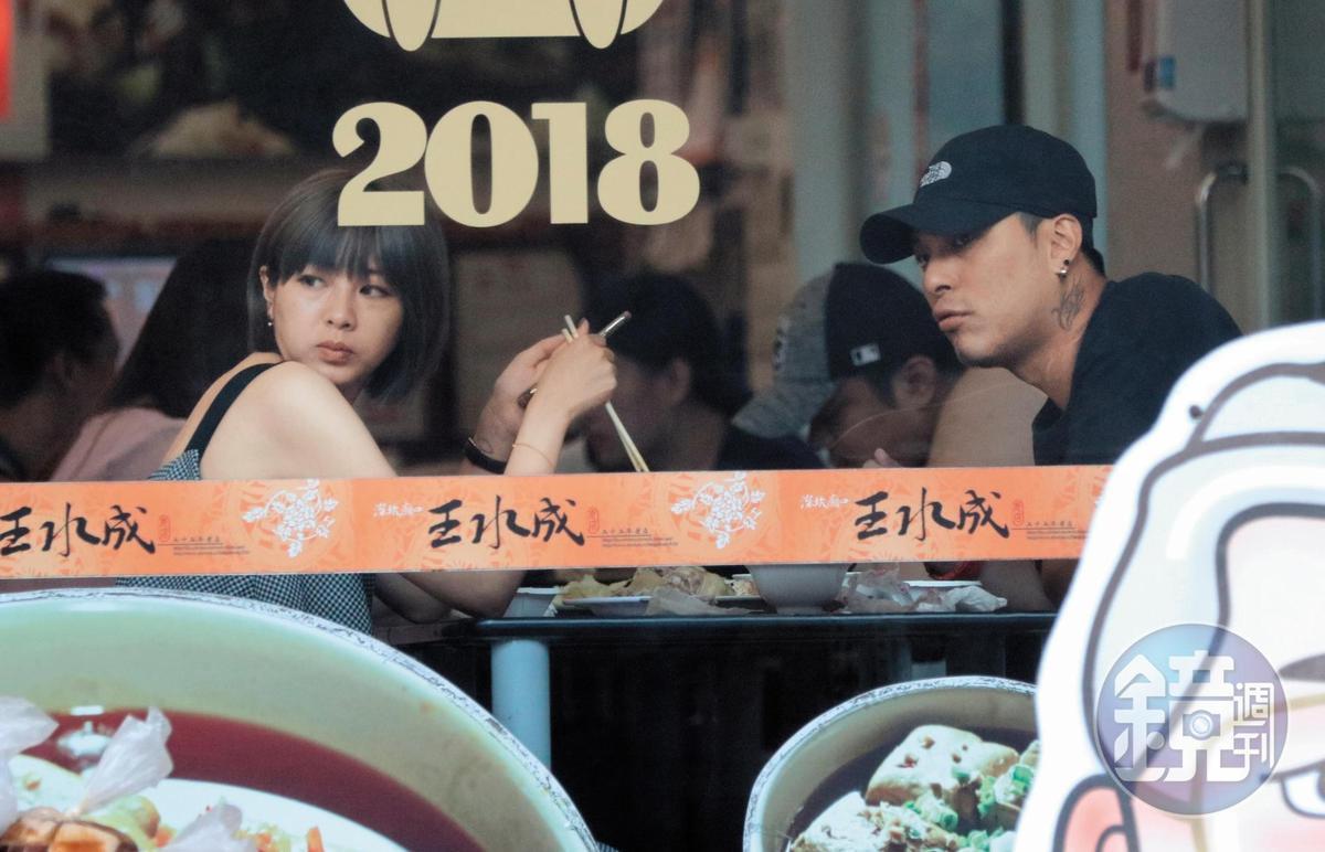 本刊仔細觀察,嘎嘎新女友的臉蛋和表情,看上去頗有 他過往緋聞女友安心亞的fu,果然他就是喜歡這一味兒。