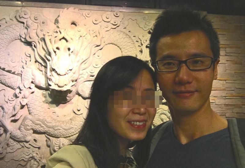 有關丈夫蔡家碩帶酒進手術房一事,太太黃宣蓉(左)斬釘截鐵的認為「絕不可能」。(翻攝自蔡家碩臉書)