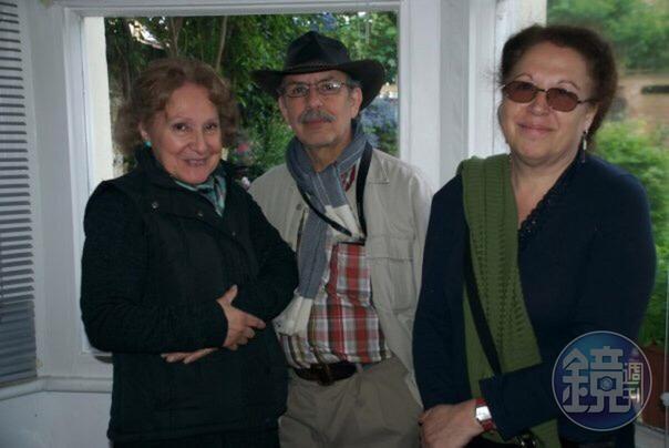 馬塞爾的父親卡洛斯Carlos(中)出身智利,是知名的攝影記者和詩人。