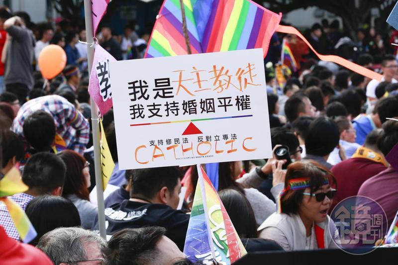 同性婚姻納入民法公投連署拚1個多月,已達成27萬份連署書。