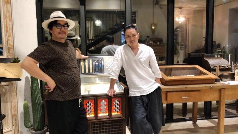 任賢齊(左)體重竟從74公斤飆破到100公斤,腰圍更是突破40吋。(翻攝自任賢齊粉專)