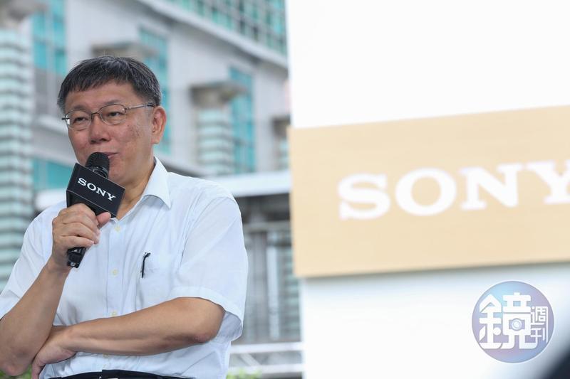 台北市長柯文哲去年3月因2014年台北市長選舉期間誤收30筆未成年人小額捐款,挨罰61萬9,400餘元。