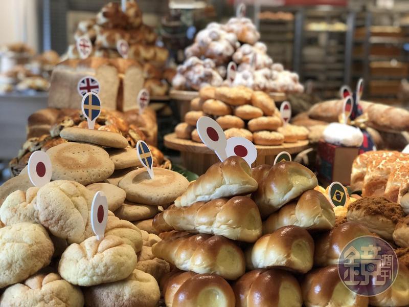 吳寶春台北信義旗艦店以「世界麵包故事館」為概念,每日至少推出十多款各國特色麵包。