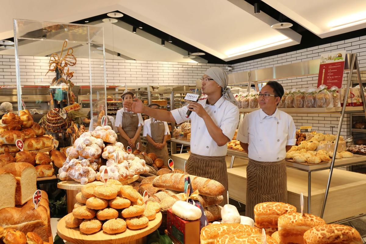 台北信義旗艦店未來將根據世界各國節慶不定期推出各國特色麵包。(吳寶春麥方店提供)