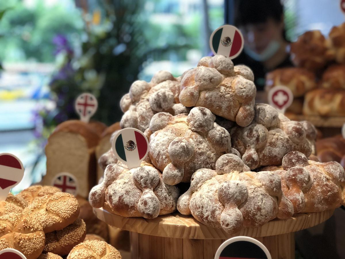 「墨西哥亡靈麵包」應景中元節,是種撒上大量的糖粉的甜麵包。