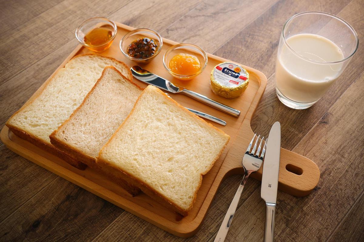 「吐司吐司」麵包餐集合麵粉及發酵法、口味不同的3款吐司,顧客可自選喜愛的麵包機烤吐司(280元/份)(吳寶春麥方店提供)
