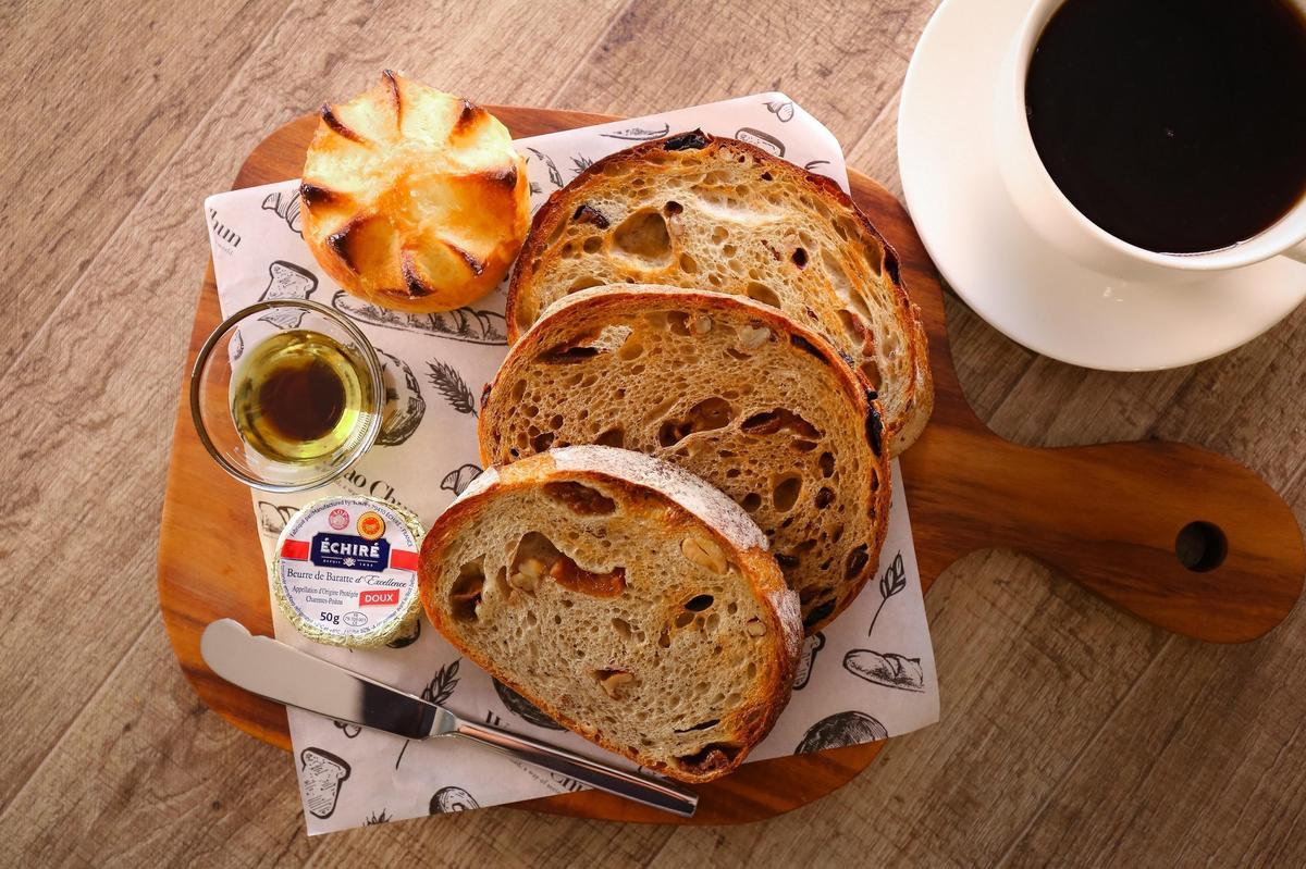 「冠軍的滋味」麵包餐可一次品嘗到吳寶春三款得獎麵包「酒釀桂圓」「荔枝玫瑰」及「梅引茶香」麵包(360元/份)(吳寶春麥方店提供)