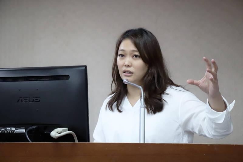 親民黨立委陳怡潔調閱資料發現前年8月泰國來台免簽後,警方去年查獲來台賣淫泰國人數暴增為210人。(翻攝陳怡潔臉書)