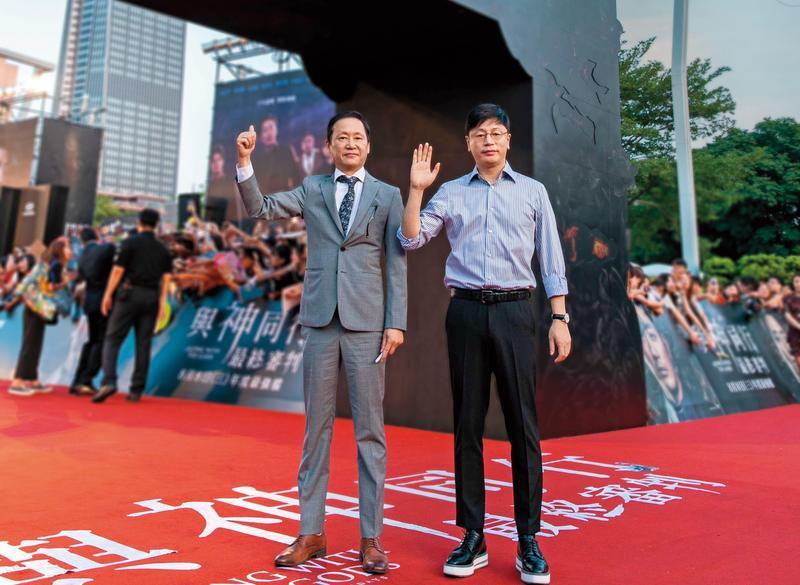 元東淵(左)與金容華(右)8月初現身台北,出席《與神同行:最終審判》亞洲宣傳紅毯見面會。