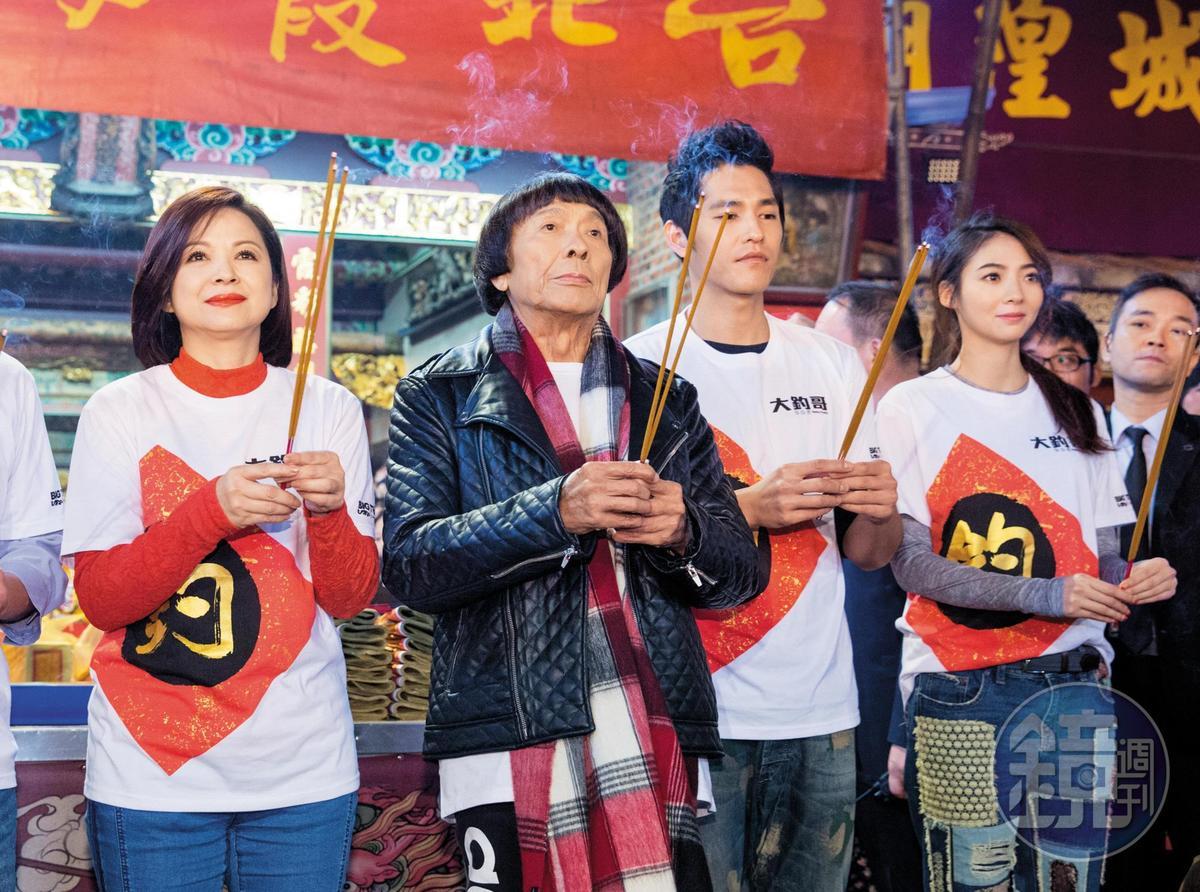 除了電視劇,謝沛恩(右)也將演藝觸角伸向電影,跟藍正龍(中)、豬哥亮(左)合拍賀歲片《大釣哥》。