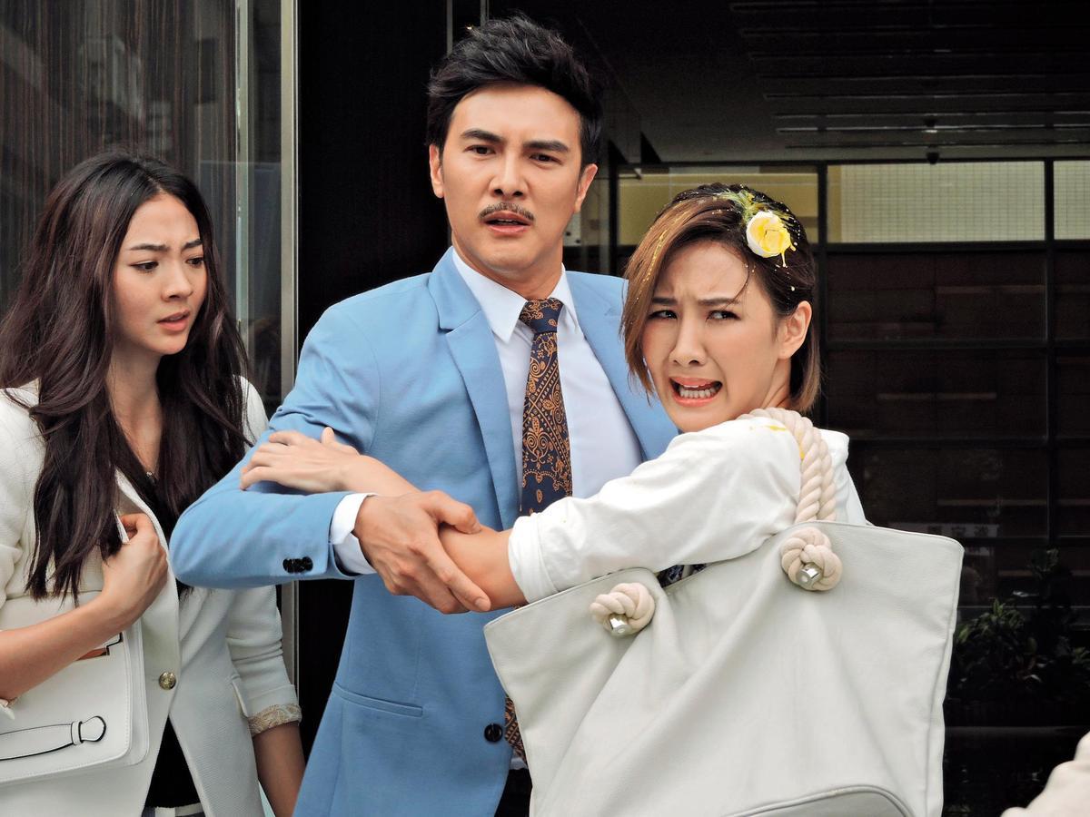 謝沛恩(左)曾在電視劇《致,第三者》中扮演破壞謝佳見(中)跟安心亞(右)夫婦的小三,被入戲太深的劇迷狂罵因而戲路大開。