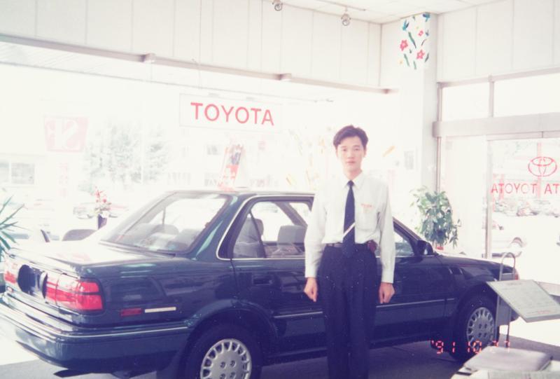 蘇振毅退伍後第一份工作是汽車業務。(誌懋提供)