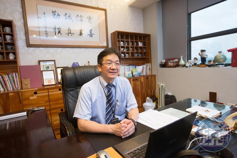 蘇振毅與人為善、交遊廣,他的辦公室曾借偶像劇《哇!陳怡君》取景。