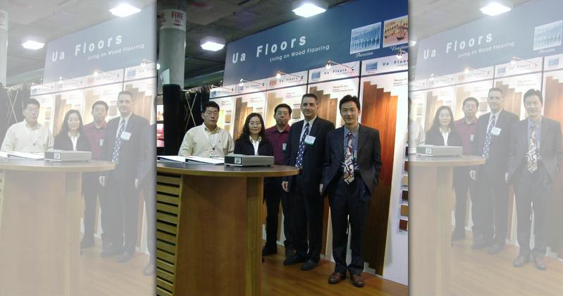 蘇振毅(右一)2003年率團隊赴美參展。右二為誌懋國外業務經理柯馬克。(誌懋提供)