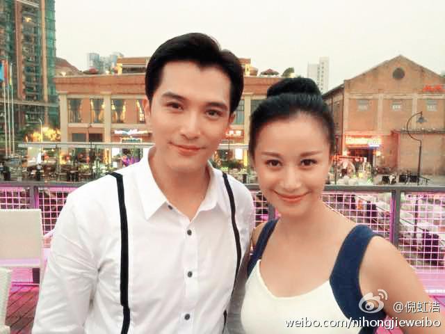 倪虹潔(右)是已婚的中國女星,曾有變性人的傳言。左為邱澤。(翻攝自倪虹潔微博)