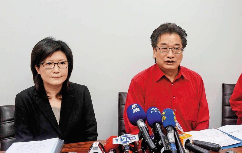 李慶華在1999年擔任新黨主席時,曾力推李敖角逐2000年總統寶座,妹妹李慶安擔任立委也力倡泛藍團結合作。(中央社)