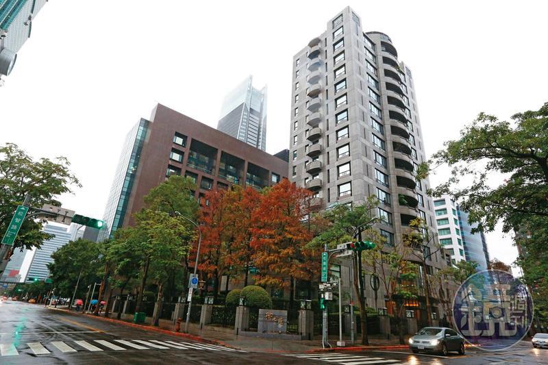 王文洋買下2戶「御之苑」豪宅送給呂安妮,目前市值已近7億元。