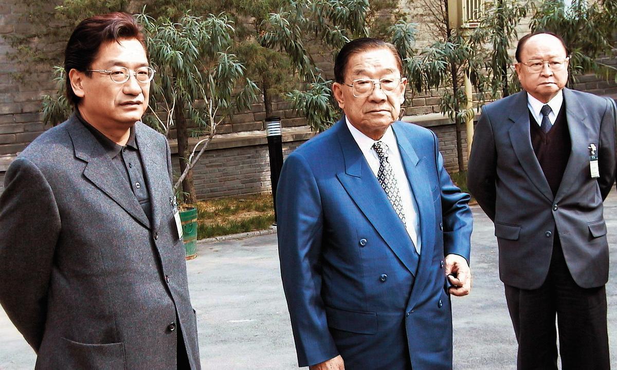 前行政院長李煥(圖右)育有四名子女,包括李慶中、李慶珠、李慶華(圖左)及李慶安,個個在政壇一度都闖出一片天。(中央社)