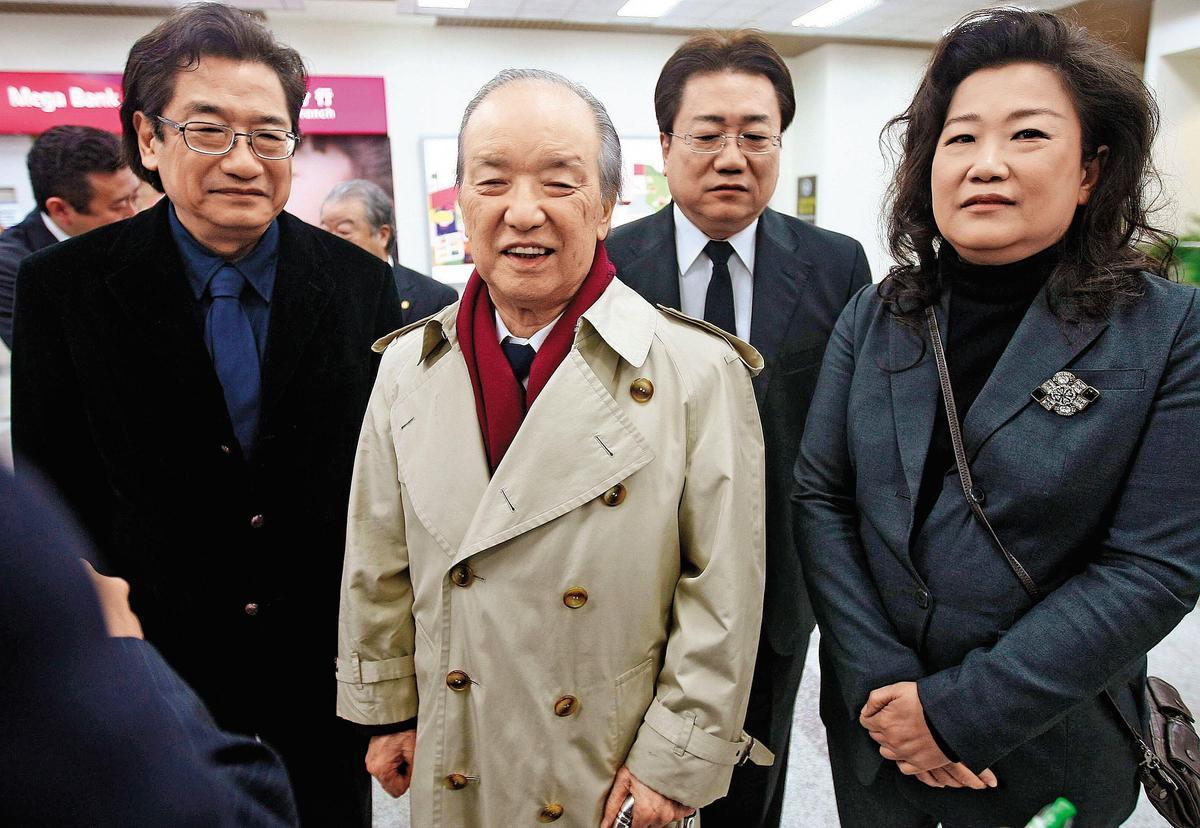 前行政院長李煥育有四名子女,包括李慶中(右二)、李慶珠(右一)、李慶華及李慶安,個個在政壇一度都闖出一片天。(中央社)