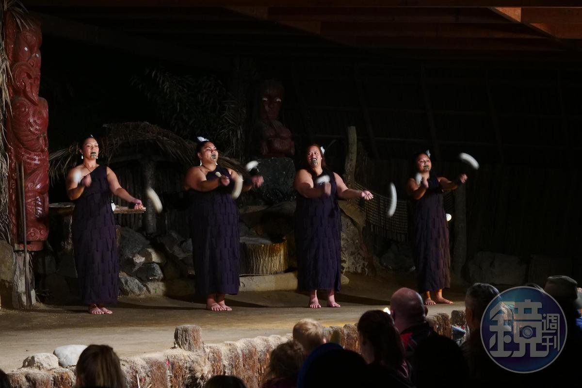 嘹亮歌聲配上毛利人特製的傳統樂器,是相當悅耳的視聽饗宴。