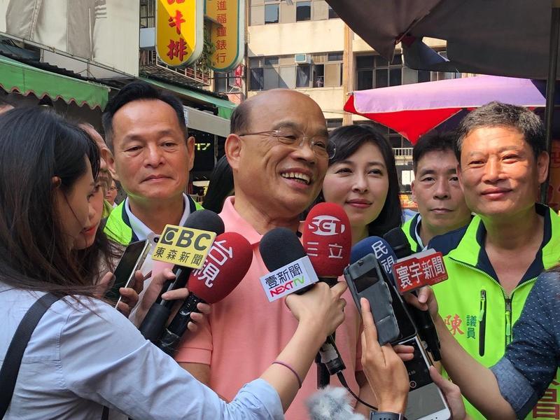 民進黨新北市長參選人蘇貞昌今至蘆洲市場掃街。(蘇貞昌辦公室提供)