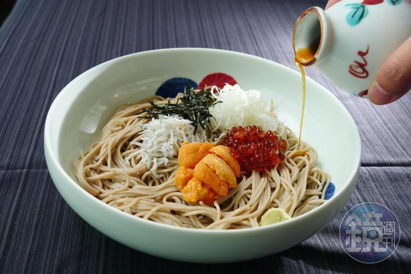菜な推出「海膽鮭魚卵魩仔魚涼拌麵」屬於創意拌麵,充滿海味鮮甜。(630元/份)