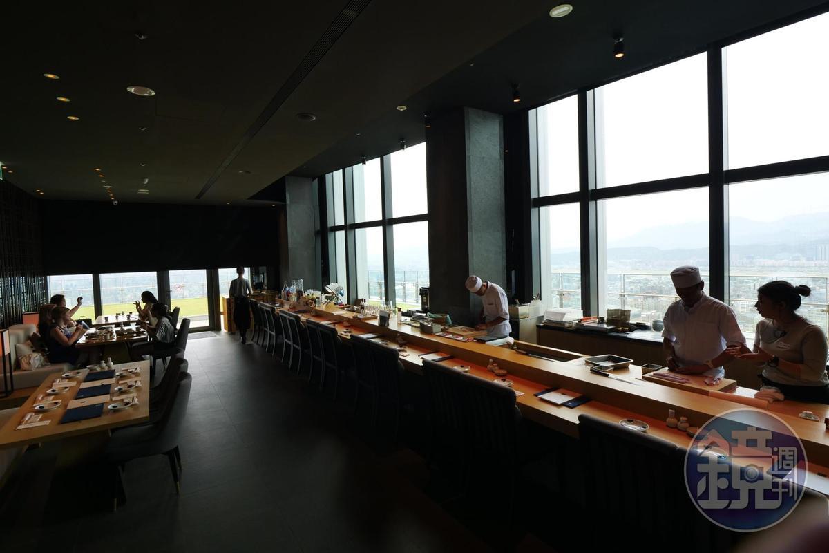 菜な位於45樓高樓層,視野極好。