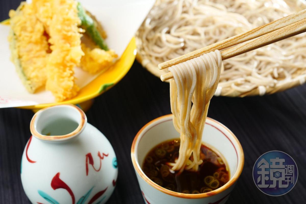 「海老野菜天婦羅盛籠」是最受女性歡迎的一品。(450元/份)
