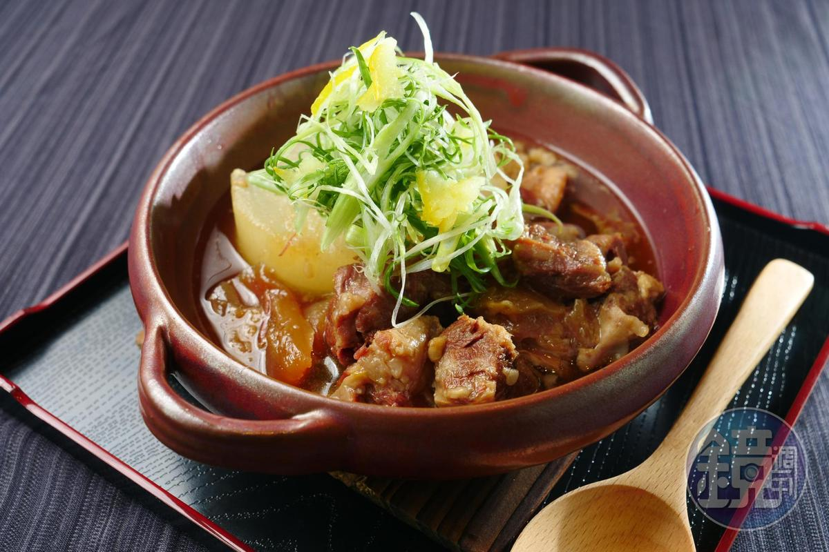 「燉煮牛肉牛筋蘿蔔」選用美國牛肋條煮至入味。(450元/份)