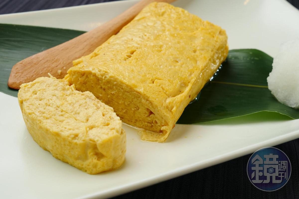 使用蕎麥麵高湯製成的「蕎麥屋出汁玉子燒」為蕎麥專賣店裡必備的料理。(250元/份)