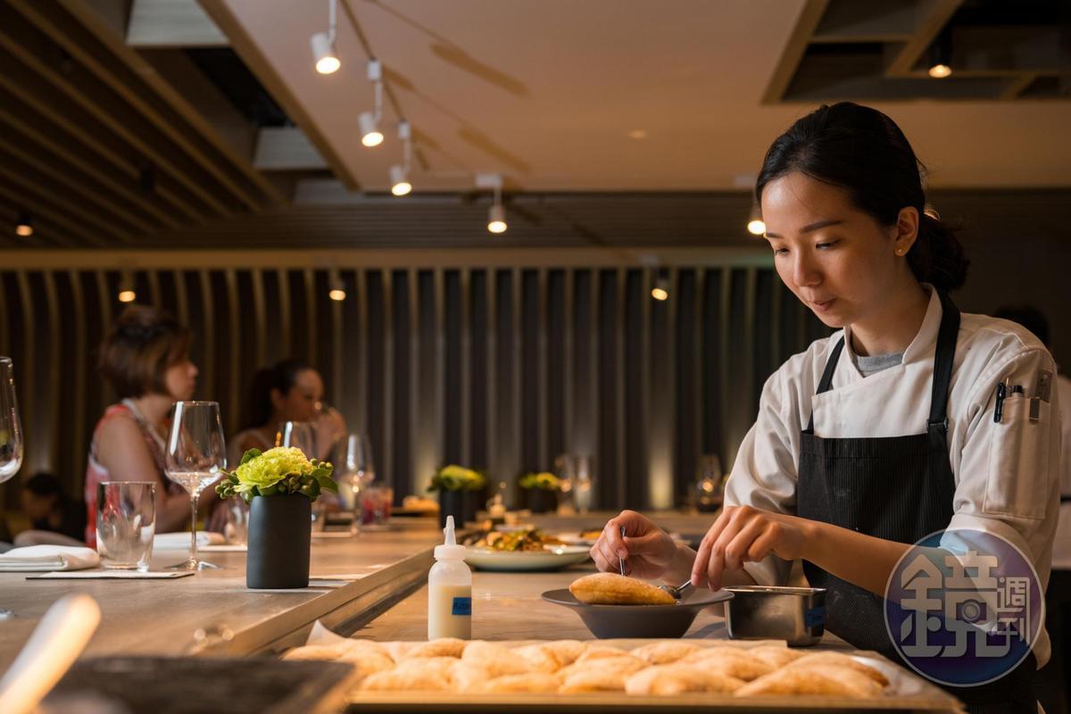 板前用餐也能聞到剛出爐的「巧巴達麵包」香氣。