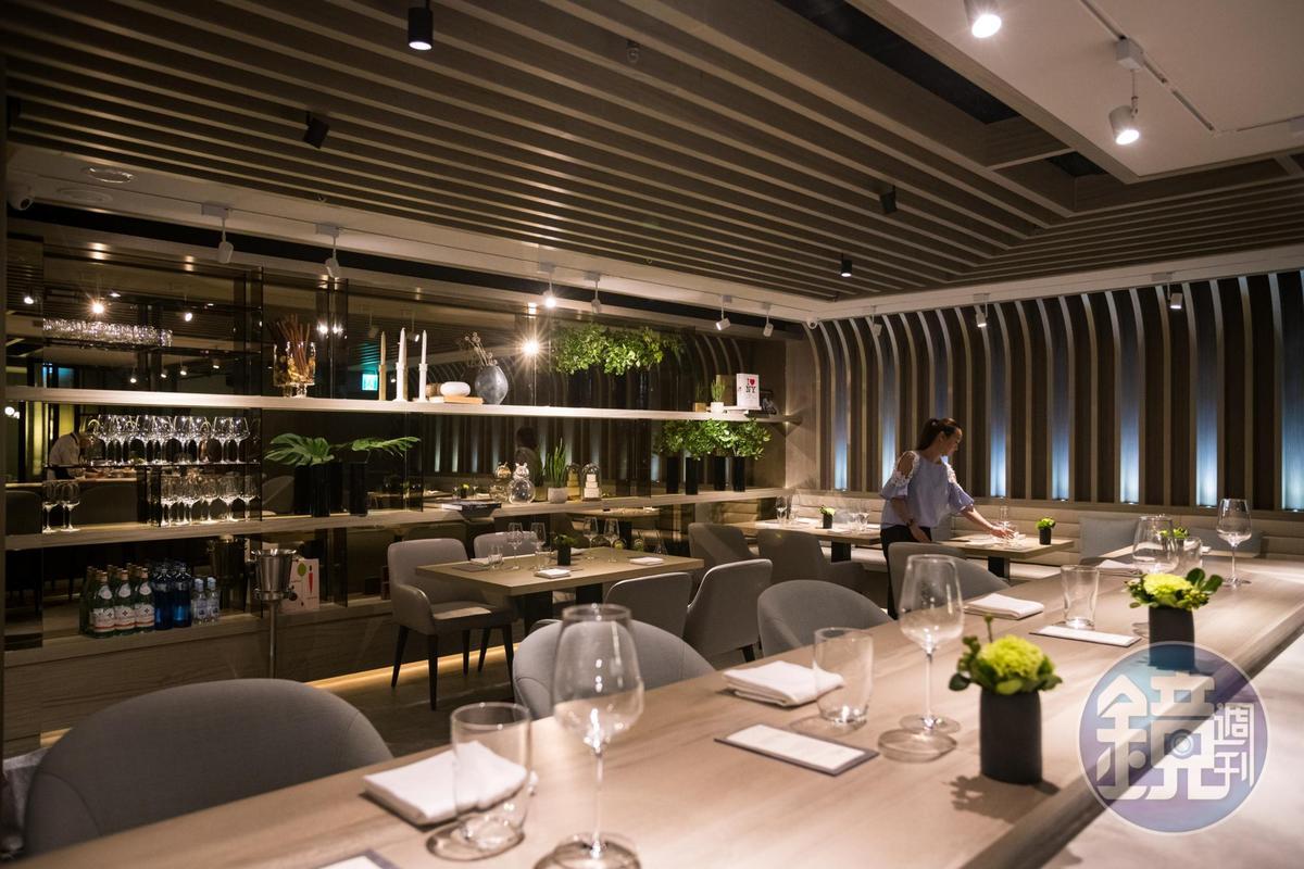 「IMPROMPTU 」餐廳不大,空間裡的日式板前空間是主廚傳達及展演料理的重要平台。